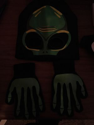 Alien Hat and matching gloves Halloween costume for Sale in Lancaster, OH