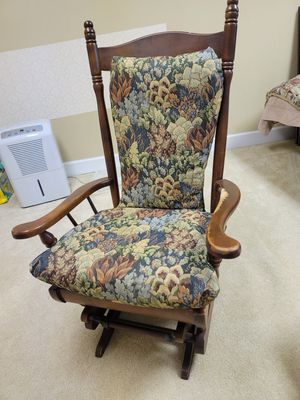 Antique Rocking Chair for Sale in Sugar Hill, GA