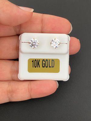 10k gold studs earrings for Sale in Los Angeles, CA