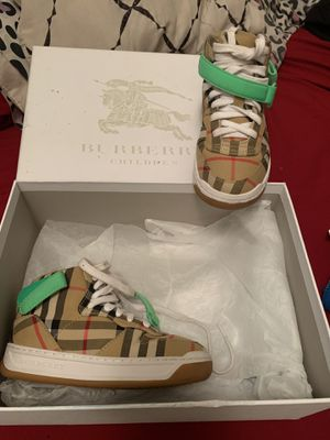 Burberry toddler size 27 for Sale in Philadelphia, PA