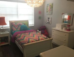 Girls Bedroom set READ DESCRIPTION for Sale in Pembroke Pines, FL