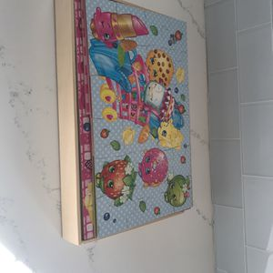 Shopkins 6 Puzzle Collection With Wooden Box for Sale in Deer Park, IL