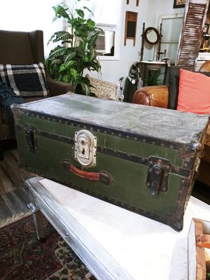 Antique Army Style Trunk 30.5W x 16H x 12.5H for Sale in Joliet, IL