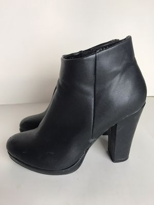 Black boots size 8 for Sale in Diamond Bar, CA