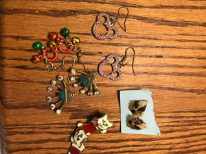 5 PAIRS OF GIRLS EARRINGS PIERCED for Sale in Madera, CA
