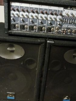 Amplifier Mixer with 2 Speakers$895 for Sale in Winter Haven,  FL