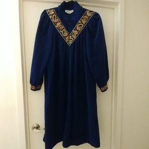 Vintage royal blue velvet robe size medium for Sale in Alexandria, VA