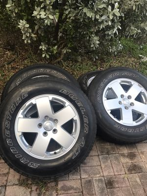 5 Jeep JK Sahara Wheels and Tires 255/70R/18 for Sale in Miami, FL