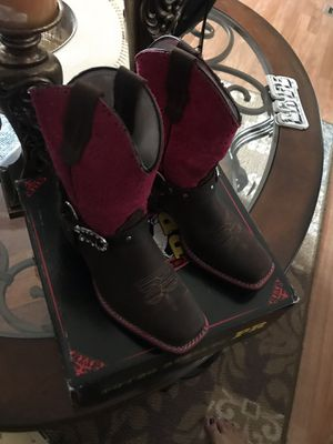 Girls boots 1 1/2 for a girls about 8 years old for Sale in Albuquerque, NM