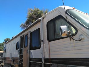 2 RV for the price of 1 32 foot long 1984space prrow for Sale in Los Angeles, CA
