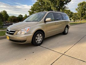2008 Hyundai Entourage mini van for Sale in Chesterfield, MO