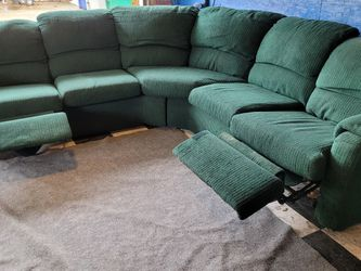 Very Nice Sectional Couch for Sale in Renton,  WA