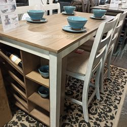 WHITE-LIGHT BROWN, COUNTER TABLE AND FOUR CHAIRS. for Sale in Santa Ana,  CA