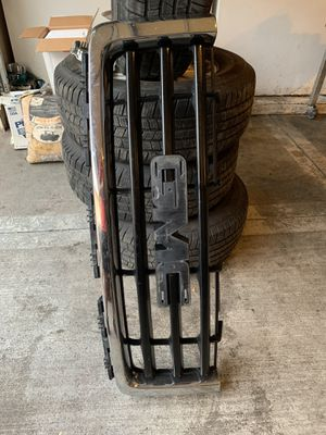 2007 GMC Sierra grill and parts for Sale in North Aurora, IL