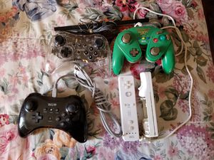 Nintendo wii and wii U controllers for Sale in Saint Paul, MN