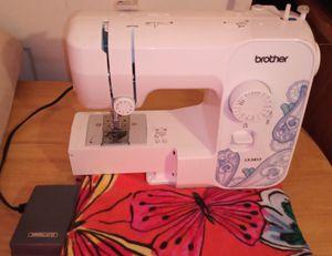 Máquina de coser for Sale in Miami, FL