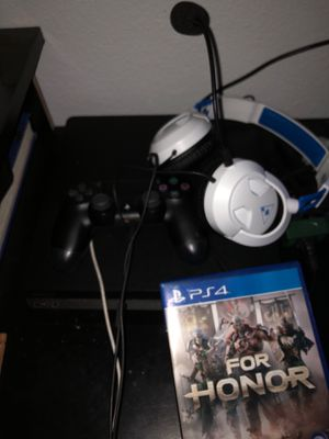 Ps4 with game controller and headphones for Sale in Galt, CA