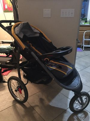 Greco SnugRide Click Connect System - Jogger, stroller, car seat carrier and base for Sale in Henderson, NV
