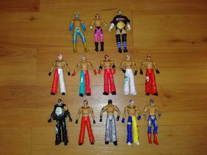 Lot of 13 action figures WWE for Sale in Wheaton, IL