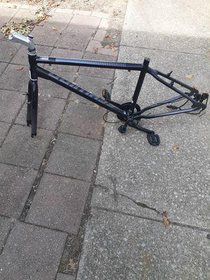 Scwinn mountain bike frame like new $30 FIRM for Sale in Cleveland, OH