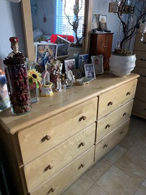 Dresser with mirror for Sale in San Diego, CA