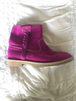 Tucker Tate boots size 1 Girls minimal scuff on side for Sale in Meridian, ID