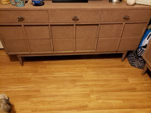 Matching Bedroom set 2 dressers mirror full size bed frame for Sale in Kissimmee, FL