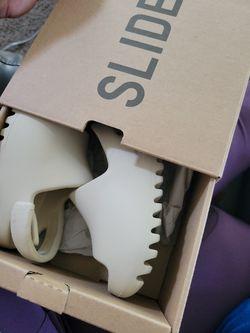 YEESY SLIDES INFANT SIZE 5K for Sale in El Mirage, CA