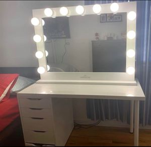 Hollywood Impressions Vanity makeup Pro for Sale in Queens, NY