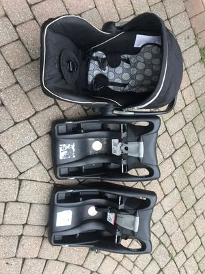 Britax infant car seat with two bases for Sale in Beverly Hills, MI