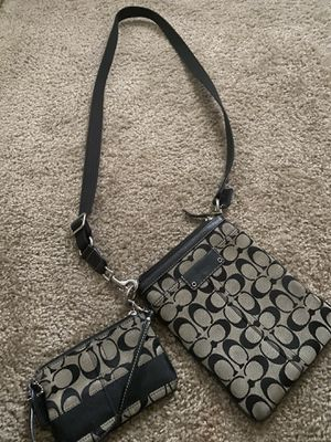 Coach side body bag with Wallet for Sale in Lake Oswego, OR
