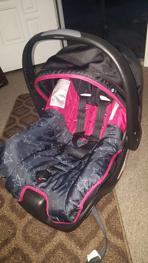 evenflo car seat with base for Sale in Bellevue, WA