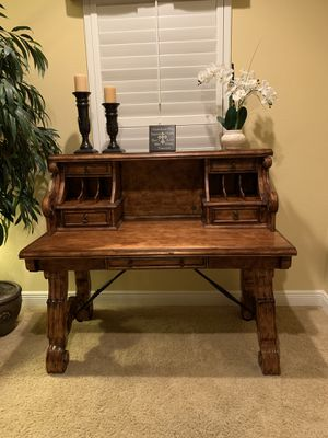 Office desk and hutch for Sale in Clearwater, FL