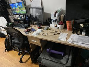 Long 72' desk. Nicely maintained, perfect for so many things for Sale in New York, NY