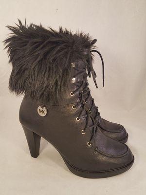 MICHAEL KORS RARE FUR WOMAN BOOTS SIZE 7 M black color for Sale in Las Vegas, NV