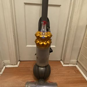 Dyson Vacuum Cleaner Ball Type For Carpet for Sale in Houston, TX
