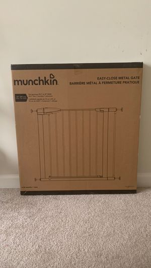 Munchkin Easy Close Metal Baby Gate, White, Model MK0002-012 for Sale in Vienna, VA