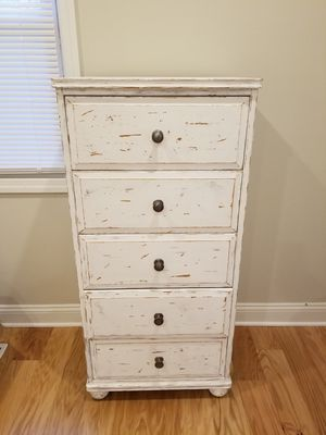 Distressed Bedroom Dresser for Sale in Englishtown, NJ