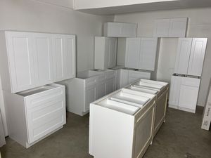 White Shaker Kitchen Leftover Set with Custom Painted Drawers for Sale in Seattle, WA