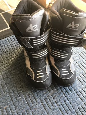 Kids snow boots size 5 for Sale in West Bloomfield Township, MI