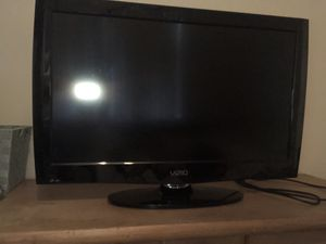 32 inch Vizio flat screen.. comes w universal remote..works perfectly for Sale in Garfield, NJ