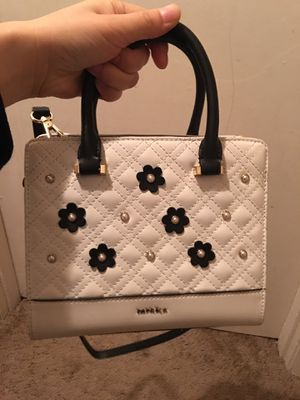 Beautiful crossbody bag for Sale in Tallahassee, FL
