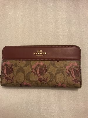 Accordion large coach zipper wallet for Sale in Lynwood, CA