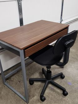 Desk And Chair for Sale in Lacey,  WA