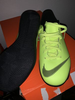 Nike JR Youth 12 Club GS Indoor Soccer shoes size 5Y for Sale in Phoenix, AZ