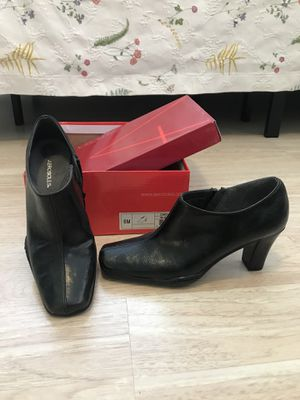 Aerosoles black ankle high zipper boots. Size 6m. Never used and boxed! for Sale in Hollywood, FL