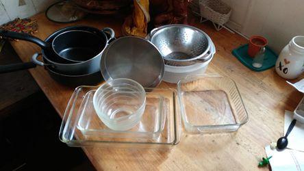 Pyrex pans &misc. starter set for Sale in Bakersfield,  CA