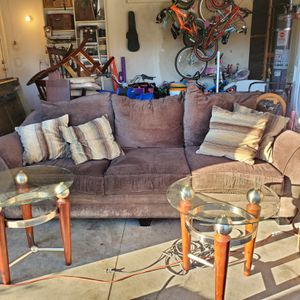 Free couch for Sale in San Jacinto, CA
