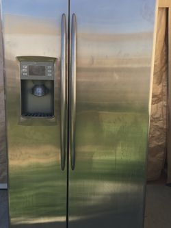 Fridge Side By Side Stainless Steel Excellent Condition for Sale in Fresno,  CA