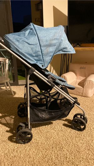 Urbini light weight easy to carry stroller for Sale in San Diego, CA